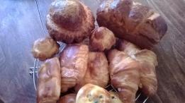 Viennoiserie - croissants, brioches, pains au chocolat
