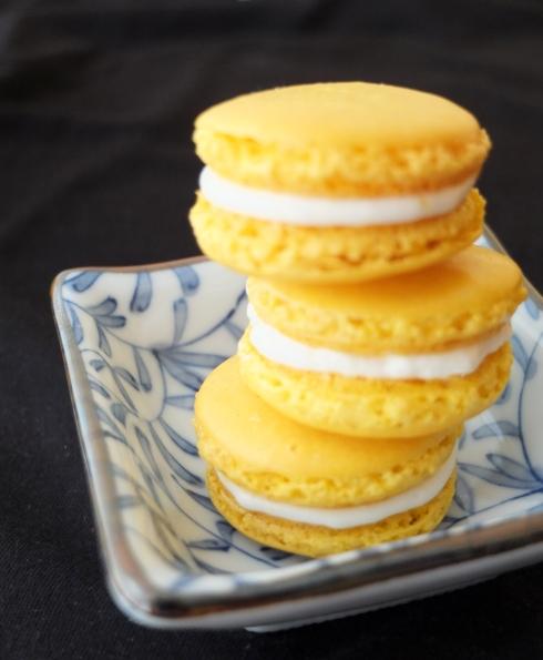 Fernch lemon macarons