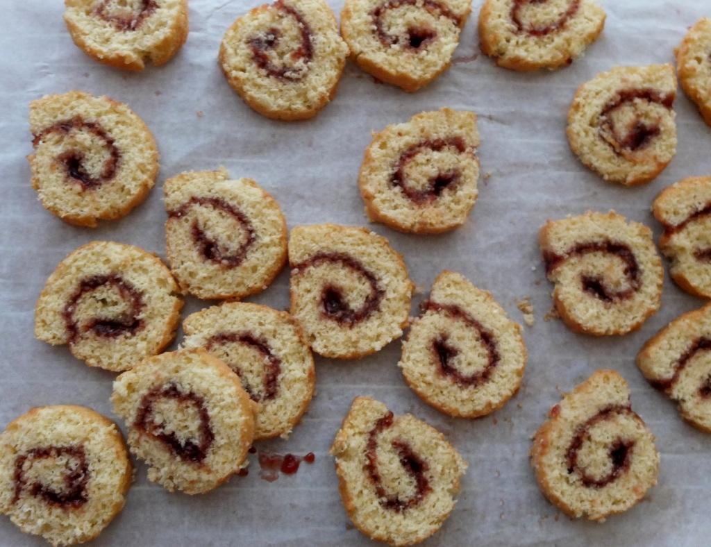 Genoise raspberry swiss roll slices