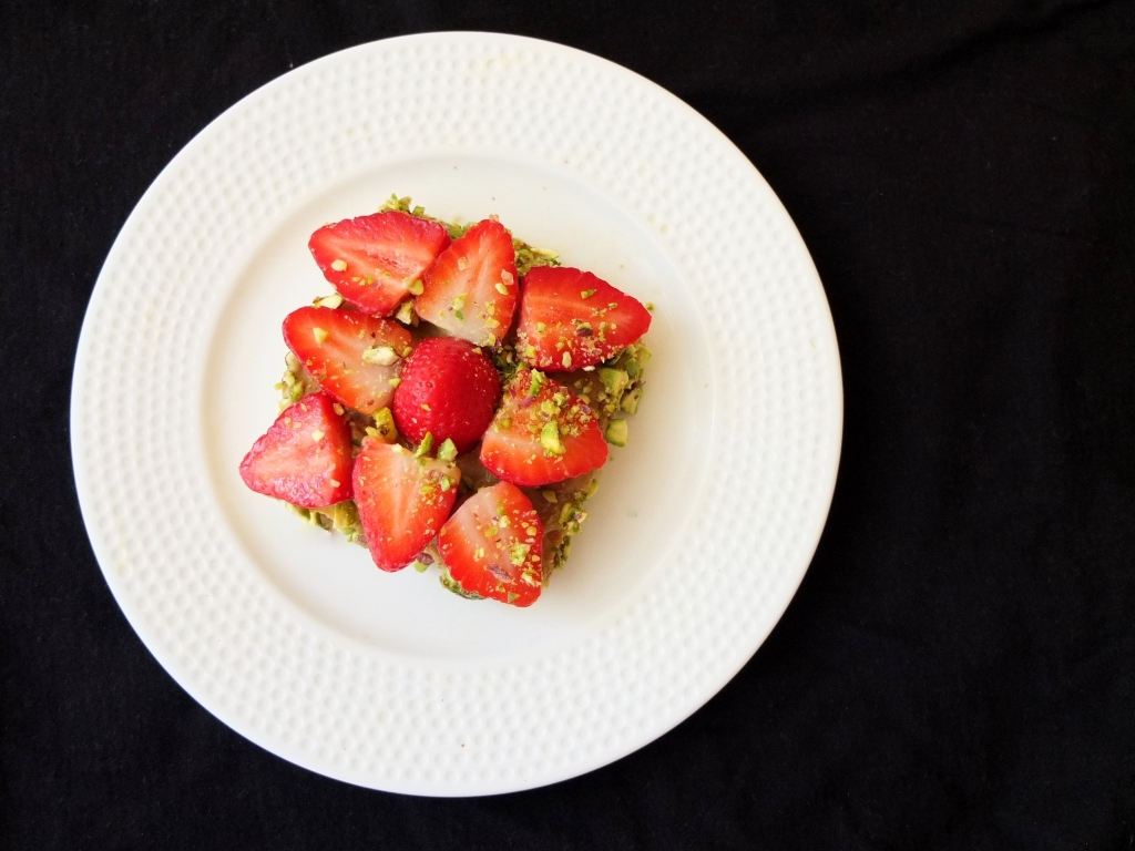Mini anise strawberry and pistachio tart