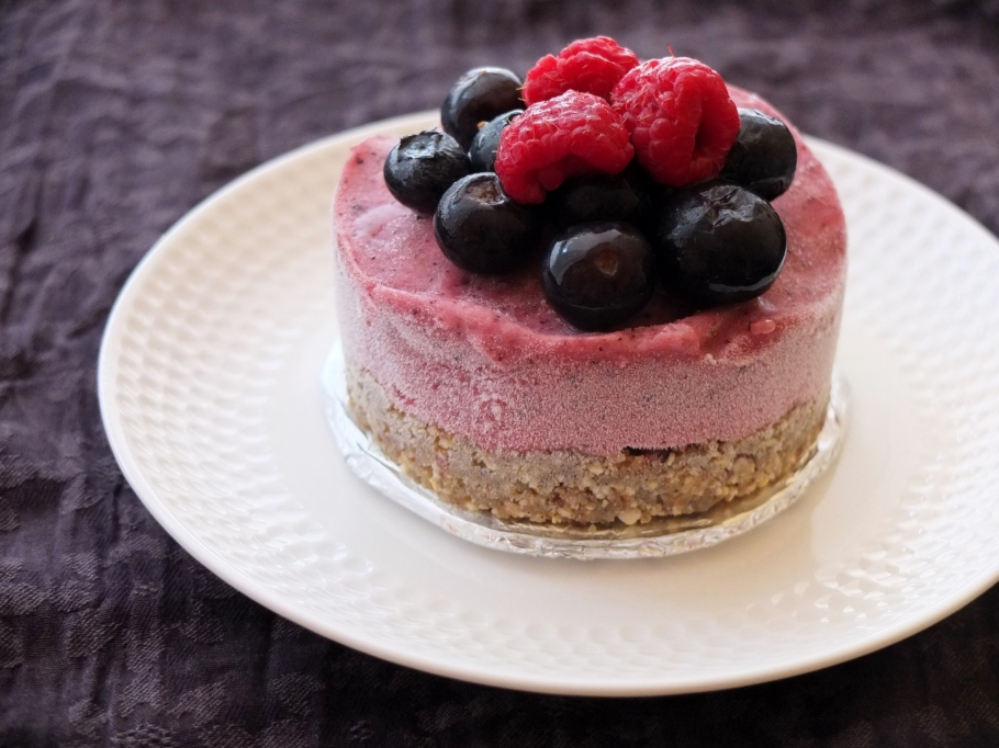 Berry nice banana ice-cream pie