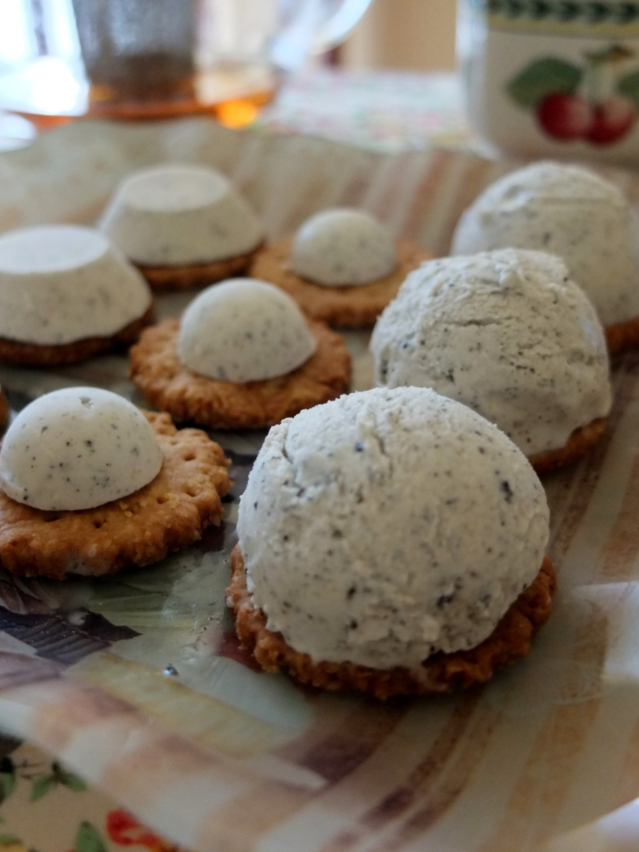 Healthy black sesame and yuzu ice-cream biscuits