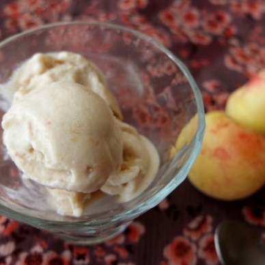 Healthy apricot ice-cream