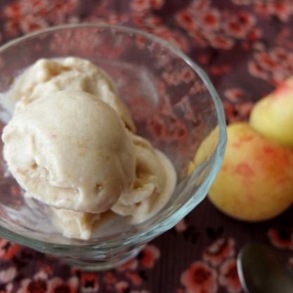 Healthy apricot ice-cream