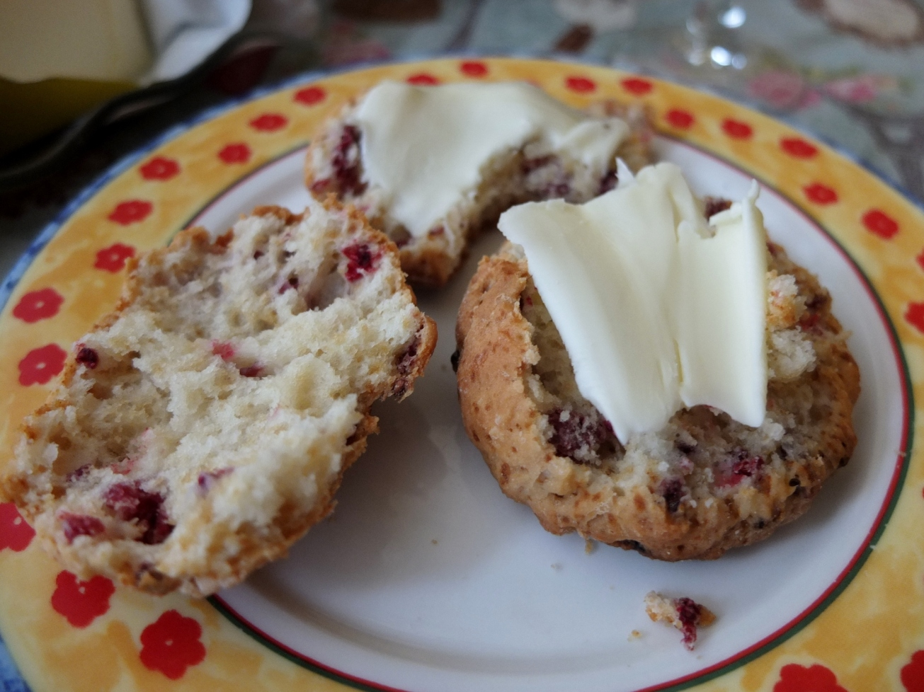 Have another Ispahan scone!
