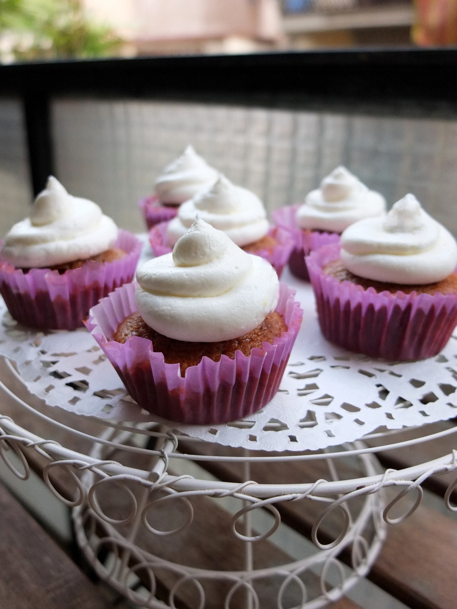 Jamaican ginger cupcakes recipe with lemon swiss meringue buttercream ...