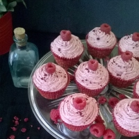 Ispahan raspberry, rose and lychee cupcakes recipe