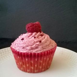 Ispahan raspberry, rose and lychee cupcakes