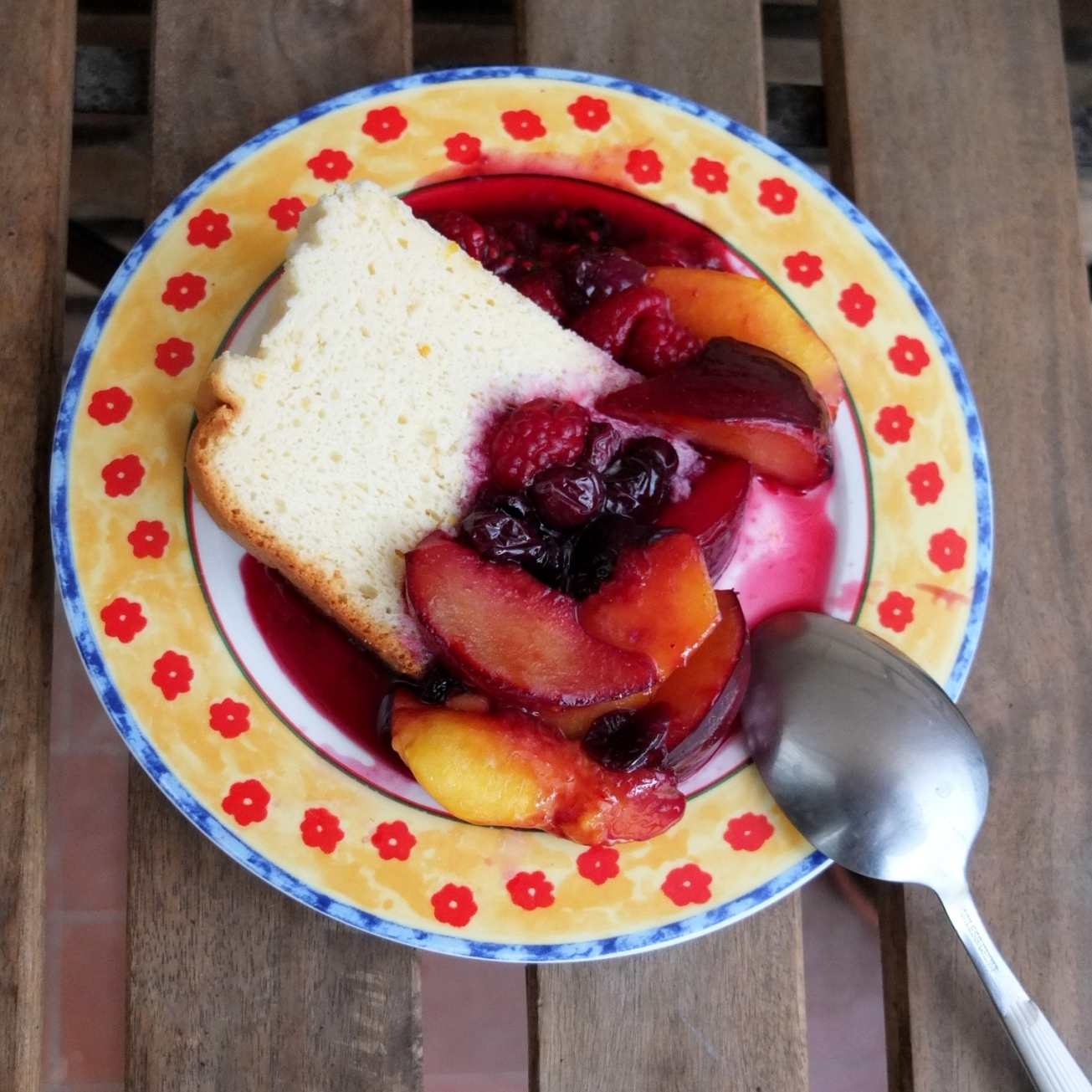 Japanese cheesecake with fruit en papillote
