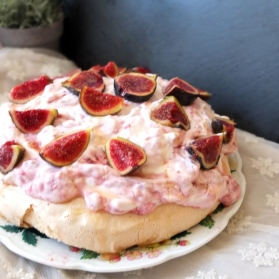 Raspberry, goats' cheese and fig pavlova