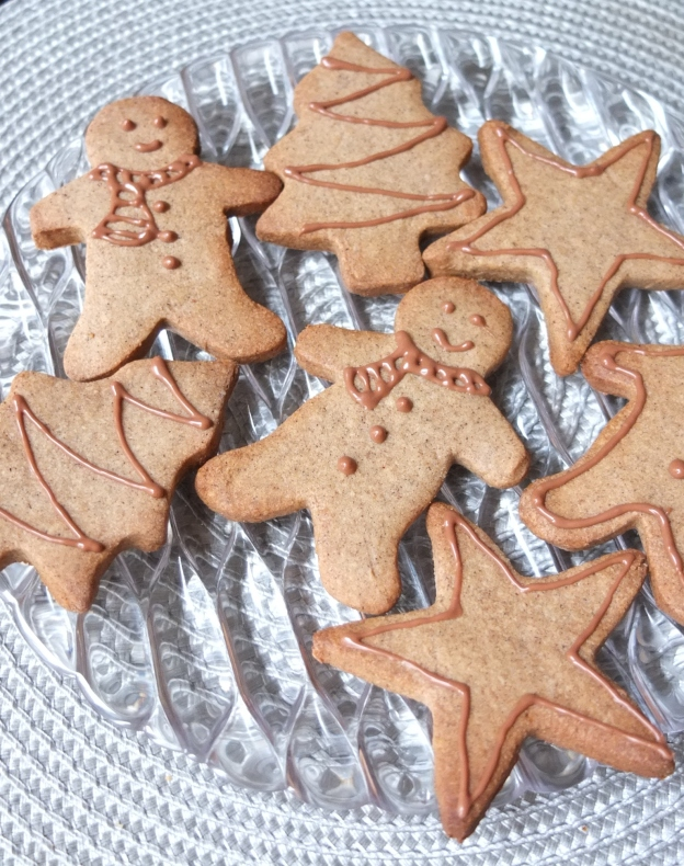 Have a few healthier spiced Christmas biscuits!