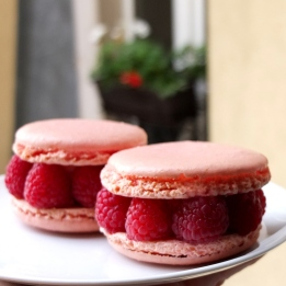 Raspberry and anis macarons