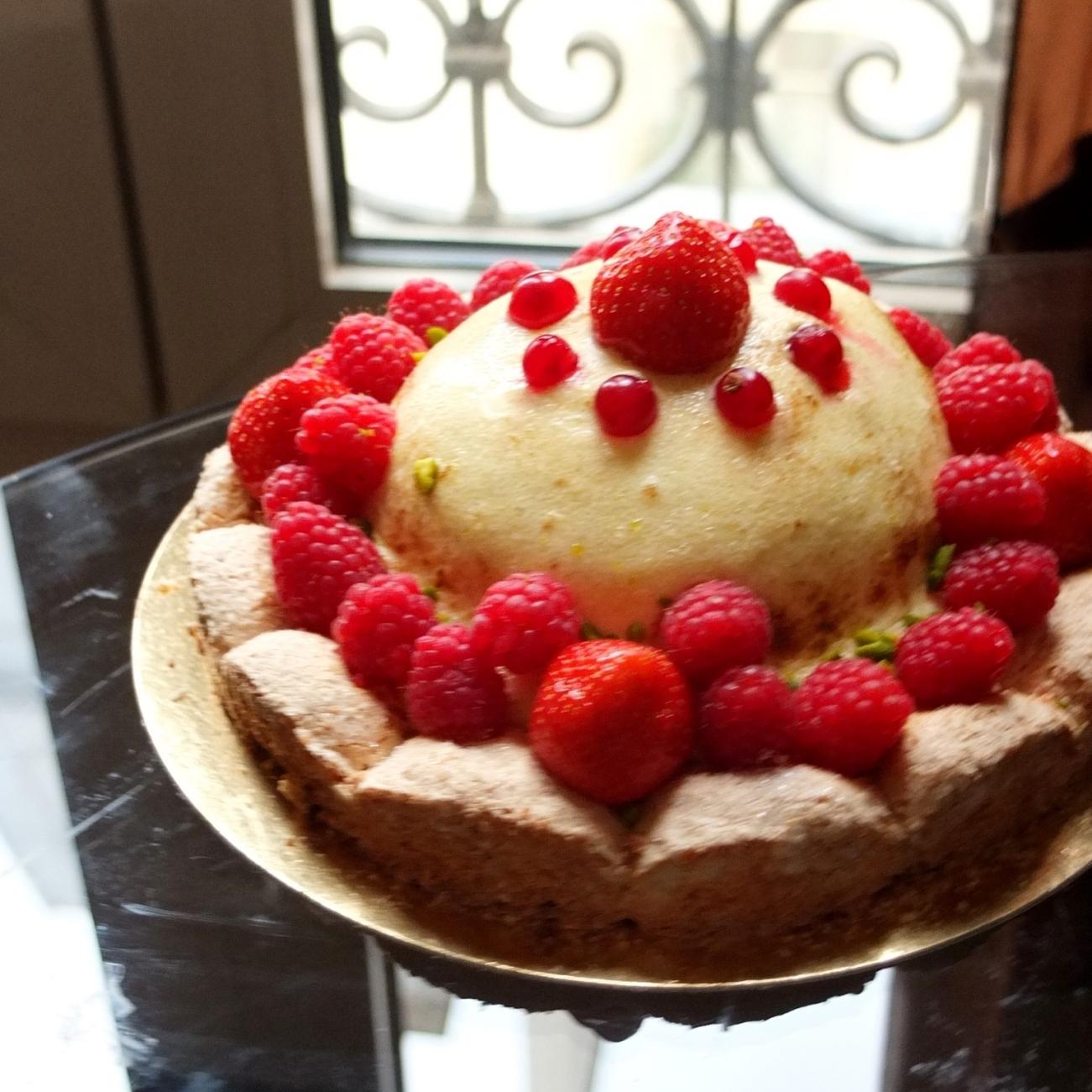 Wild strawberry treasure cake