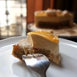 Triomphe aux noix - caramel walnut mousse cake