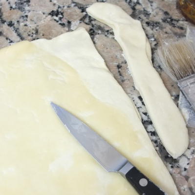 Cutting off overlapping détrempe - inverted puff pastry