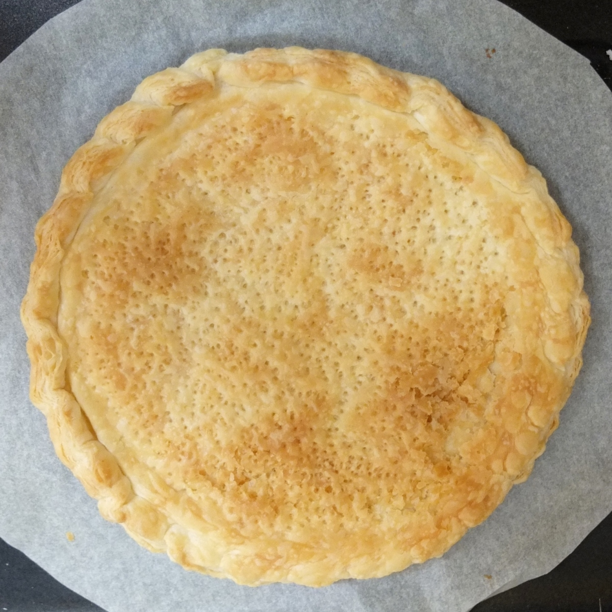 Shaping and baking a puff pastry tart shell