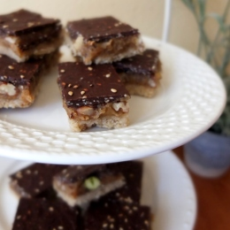 Chocolate and nut caramel slices
