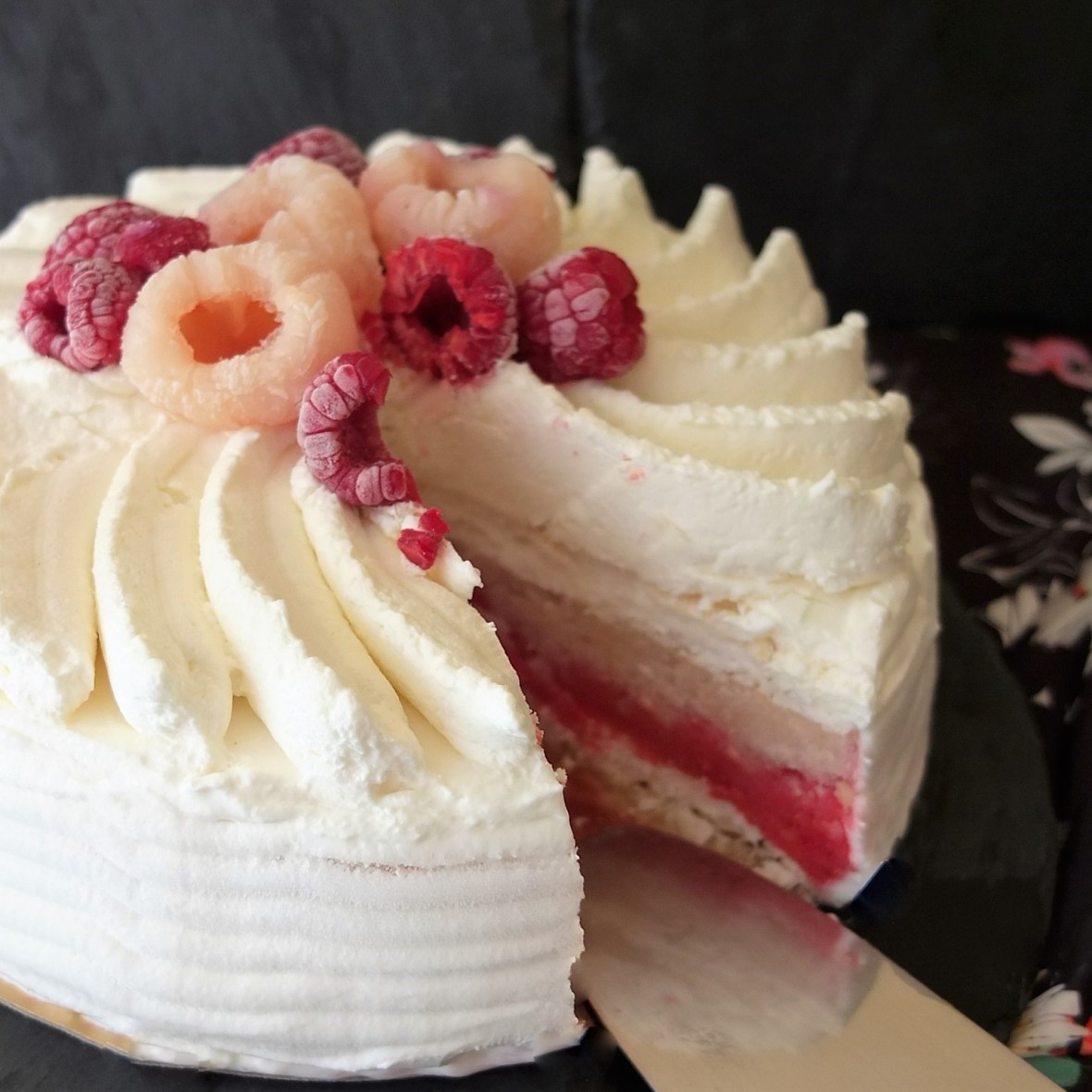Vacherin glacé Ispahan - Raspberry, lychee and rose frozen sorbet meringue cake