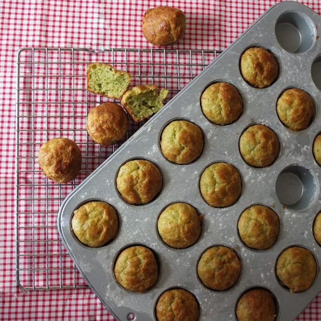 Cheesy pesto spelt mini muffins