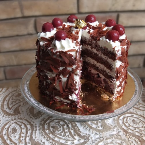 Blackforest gateau with sour cherries and a pastry layer