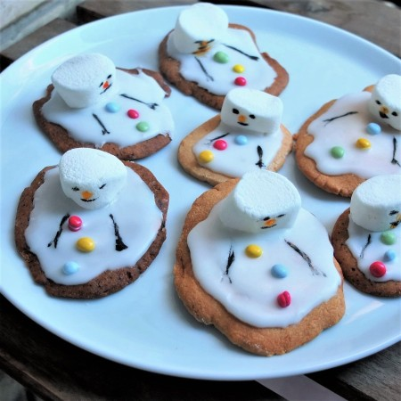 Melted snowmen biscuits or cookies