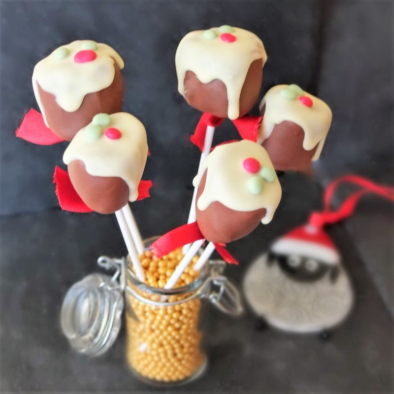 Christmas pudding chocolate marshmallow pops