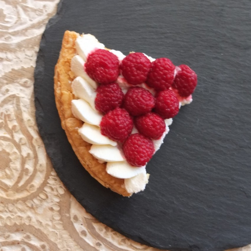 Fresh fruit and cream puff pastry tarts - with raspberries