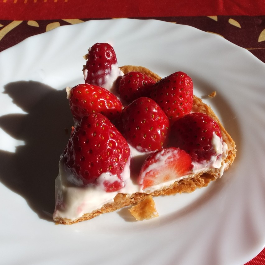Healthier fresh fruit and quark spelt puff pastry tart - with strawberries