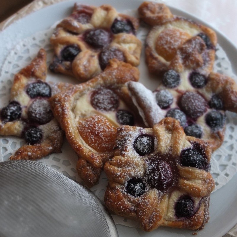 Fruit puff pastries - healthier spelt puff, quark and maple syrup version