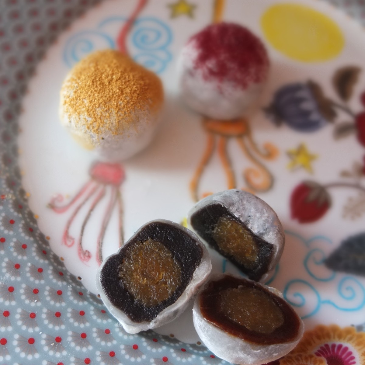 Red bean and pineapple mochi rice cakes recipe!  With black sesame, strawberry or plain versions!  And Paris cake tour no.1!