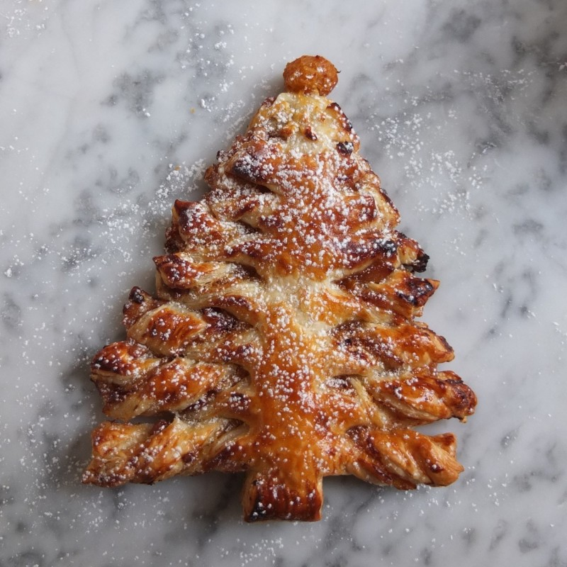 Mincemeat and mandarin puff pastry tree