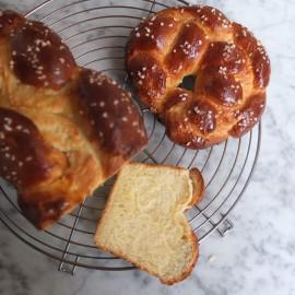 Lower-gluten plaited brioche