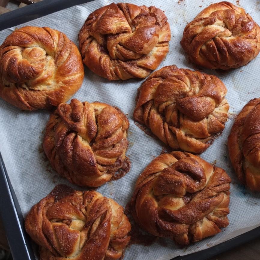 Kanelsnurrer - Scandinavian cinnamon twist buns