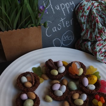 Healthy cinnamon spiced cookie nests for Easter