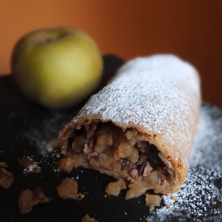 Lower-gluten apple strudel
