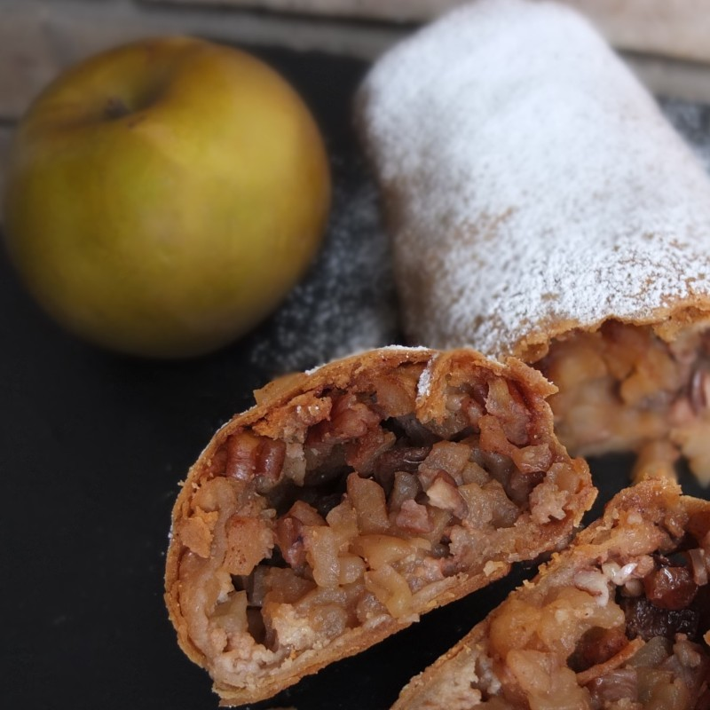 Lower-gluten apple strudel
