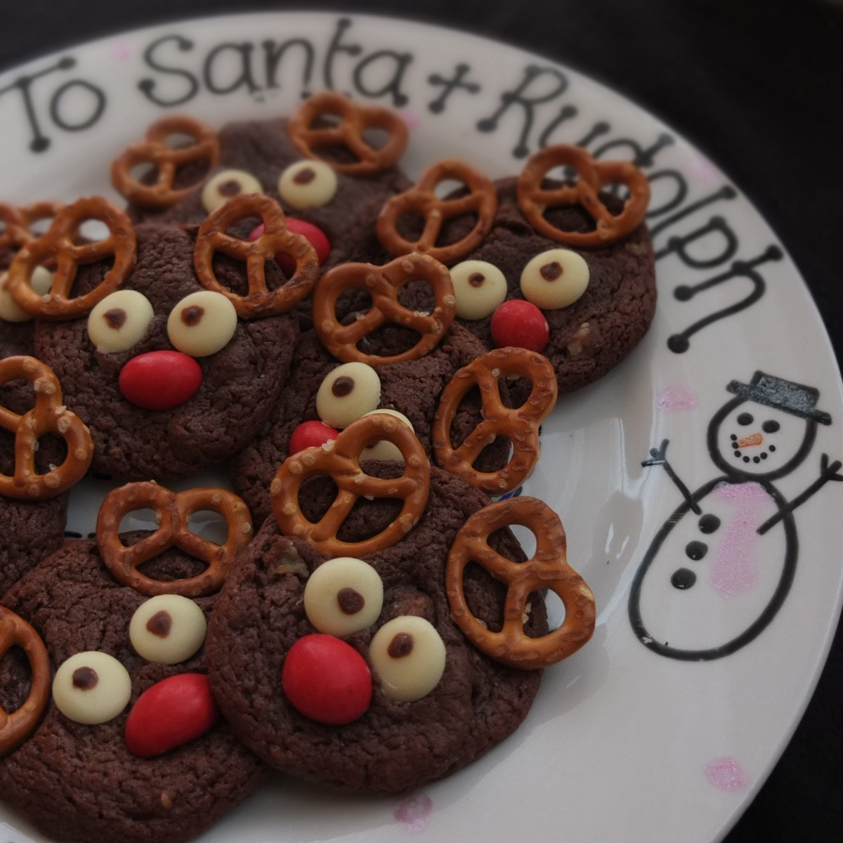 Rudolph reindeer gourmet chocolate cookies recipe!  Glutenfree or not... with labels for gifting cookies-in-2-jars! :)