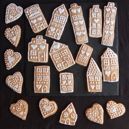 Gingerbread village houses and hearts