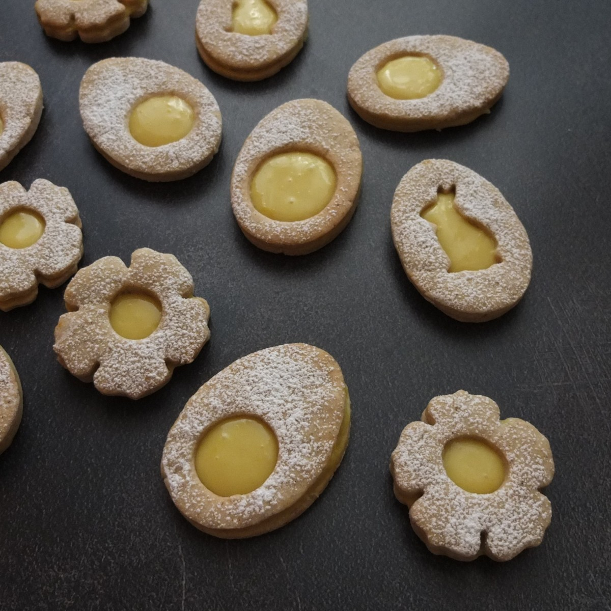 Vegan maple syrup lemon curd Easter biscuits (cookies) recipe!  Eggcellent or flower power ... :)