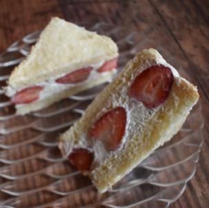 Strawberry sando