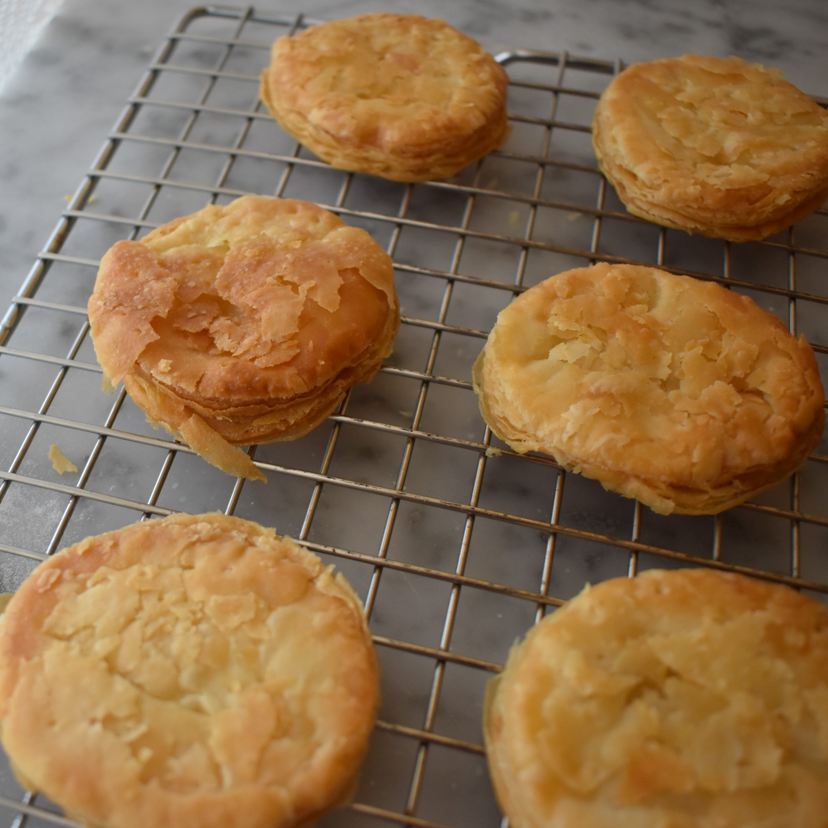Puff pastry bases for tartes tatins